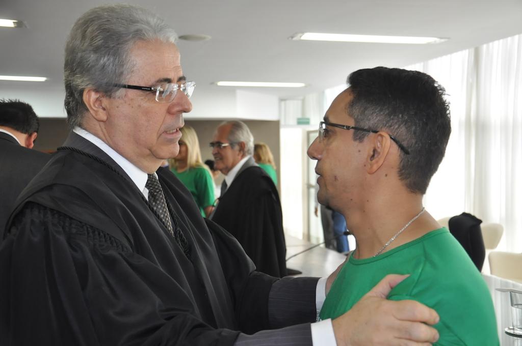 Presidente eleito Leobino Valente acena à Fábio Queiroz com a garantia de diálogo com os servidores do TJGO