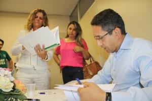 Delegada sindical Marina de Fátima intermediou assinatura de 17 novos convênios em Itumbiara