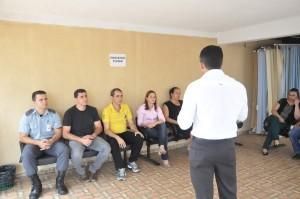 Presidente Fábio Queiroz em atendimento aos servidores de Taquaral