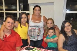 Servidora Semiramis Pereira Tavares e família