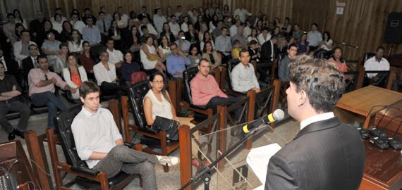 Dos 120 empossados, 49 assumirão cargos especializados no TJGO e os 71 restantes vão para a comarca de Goiânia