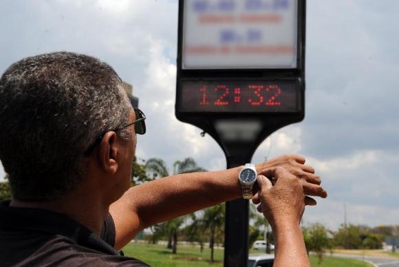 Horário de verão representa redução da demanda de 4% a 5%, em média. Foto: Arquivo/Agência Brasil