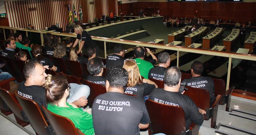 Trabalhadores acompanharam sessão plenária na Assembleia Legislativa
