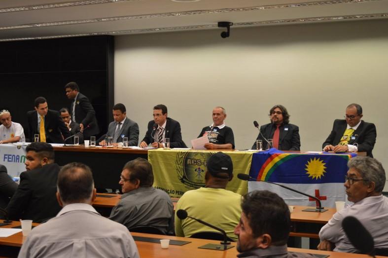 Representantes de diversos sindicatos e centrais sindicais de servidores públicos em debate, na Câmara, sobre o PLP 257/16