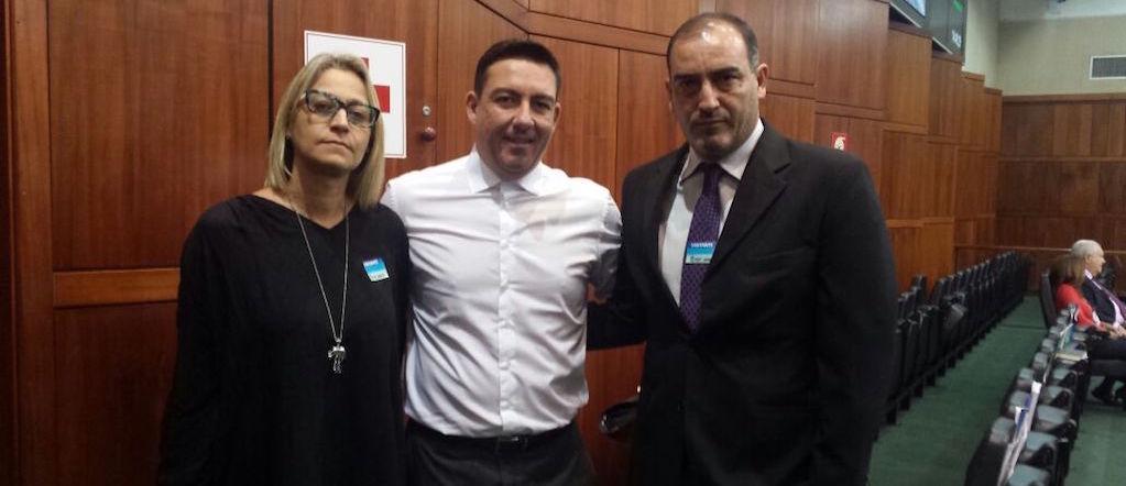 Fabrício Duarte (à direita) e Mara Cristina representam o SINDJUSTIÇA em articulação institucional com o deputado José Vitti