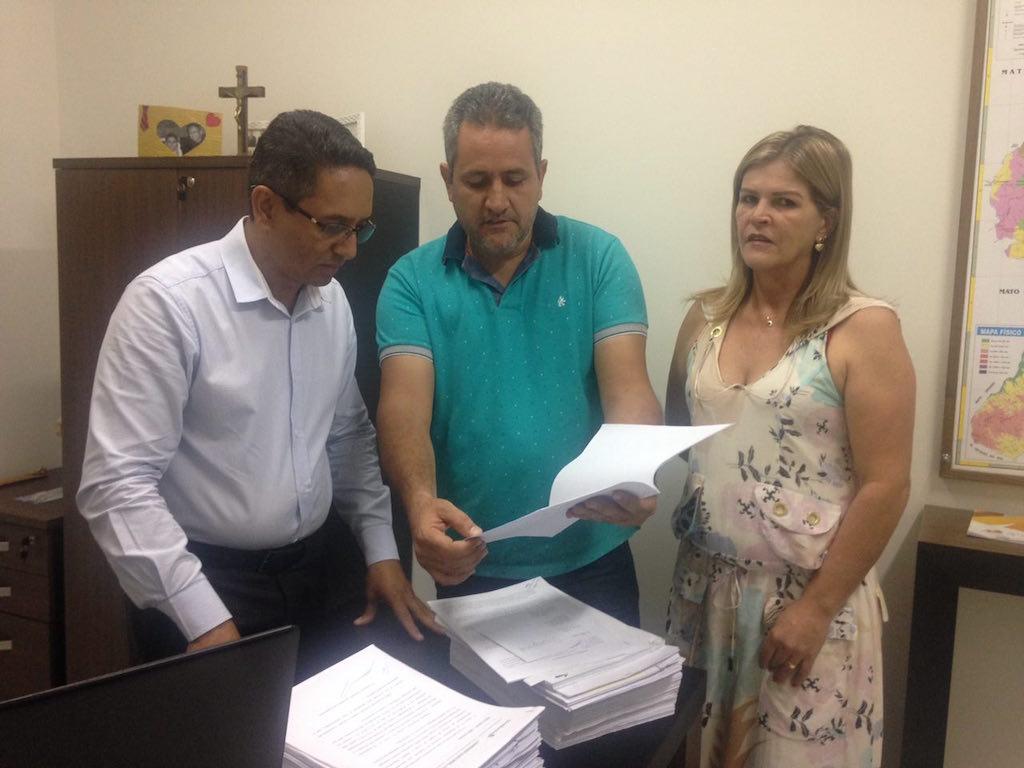 Comissão entrega os atos do processo eleitoral à diretoria do SINDJUSTIÇA