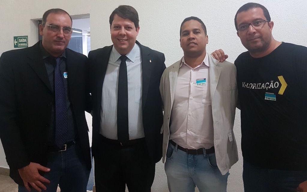 Sensibilizado com o pleito dos servidores, deputado Karlos Cabral se comprometeu com o SINDJUSTIÇA a ajudar a categoria na derrubada do veto