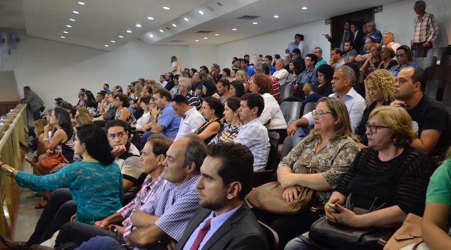 Atendendo a chamamento do SINDJUSTIÇA, servidores lotaram as galerias do plenário da Alego