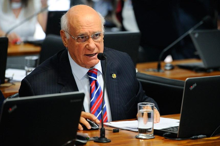 Relator, senador Lasier Martins (PSD-RS) apresentou substitutivo estabelecendo avaliação de desempenho com periodicidade anual e feita por uma comissão específica. Foto: Marcos Oliveira/Agência Senado